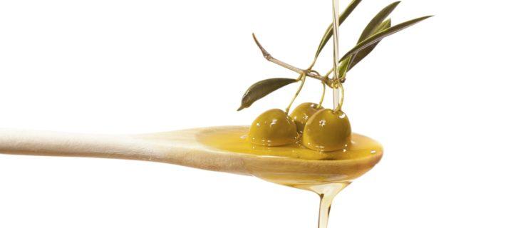 Olio in cucina: tutti i trucchi per utilizzarlo al meglio